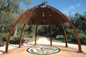 Bushland Nature Trail mia mia entry. Photo: D. Blumer.