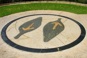 The Tuart Leaf mosaic marks the beginning of the Lotterywest Federation Walkway. The logo was created by Ray Leeves and the mosaic created by Jacqui Pinnock and Rudolph Verscher.