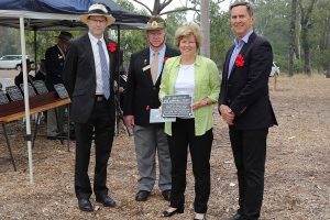 Wendy Lee accepting the plaque as the great niece of Private John McLaren Scott. Photo: D. Nicolson.