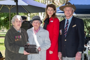 Betty Rigg and Wyn Martin accepting plaque as the sisters of Private Alfred D. Purdy. Photo: D. Nicolson.